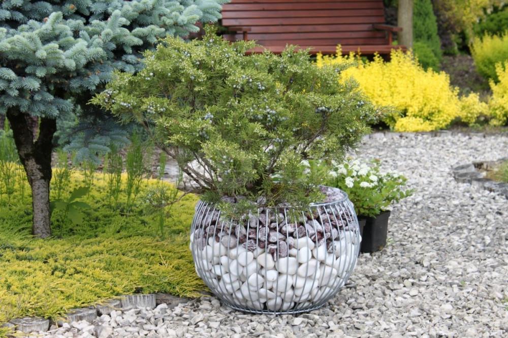 Gabionový kvetináč guľa výška 33cm, stredový priemer 49cm, priemer vsadky 25cm